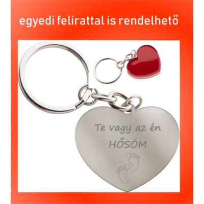 Szív alakú kulcstartó Anyák napjára - Te vagy az én hősöm felirattal